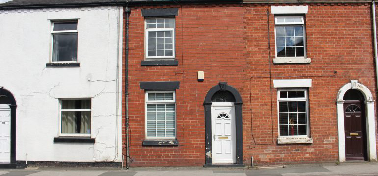 traditional three bed Preston terrace house in Preston sold by auction company